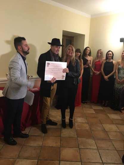 Adrian Mirando con Salvatore Monetti, Editore. Consegna del diploma di merito per la poesia INQUISITIO